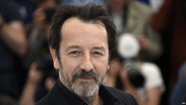 rench actor Jean-Hugues Anglade cut his hand smashing the alarm glass