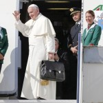 Pope Francis waves as he boards a plane at Fiumicino Airport in Rome September 19, 2015. REUTERS/Giampiero Sposito
