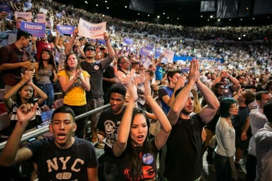 Sanders supporters cheer as he addresses a crowd in L.A. (Photo: Marcus Yam/Los Angeles Times via Getty Images)