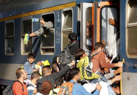 Migrants storm into a train at the Keleti train station in Budapest, Hungary, September 3, 2015 as Hungarian police withdrew from the gates after two days of blocking their entry. REUTERS/Laszlo Balogh