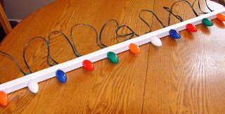 How to hang Christmas Lights the easy way 3 (Photo - www.rustic-refined.com)