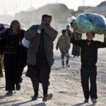 Thousands of Syrians fleeing Russian airstrikes
