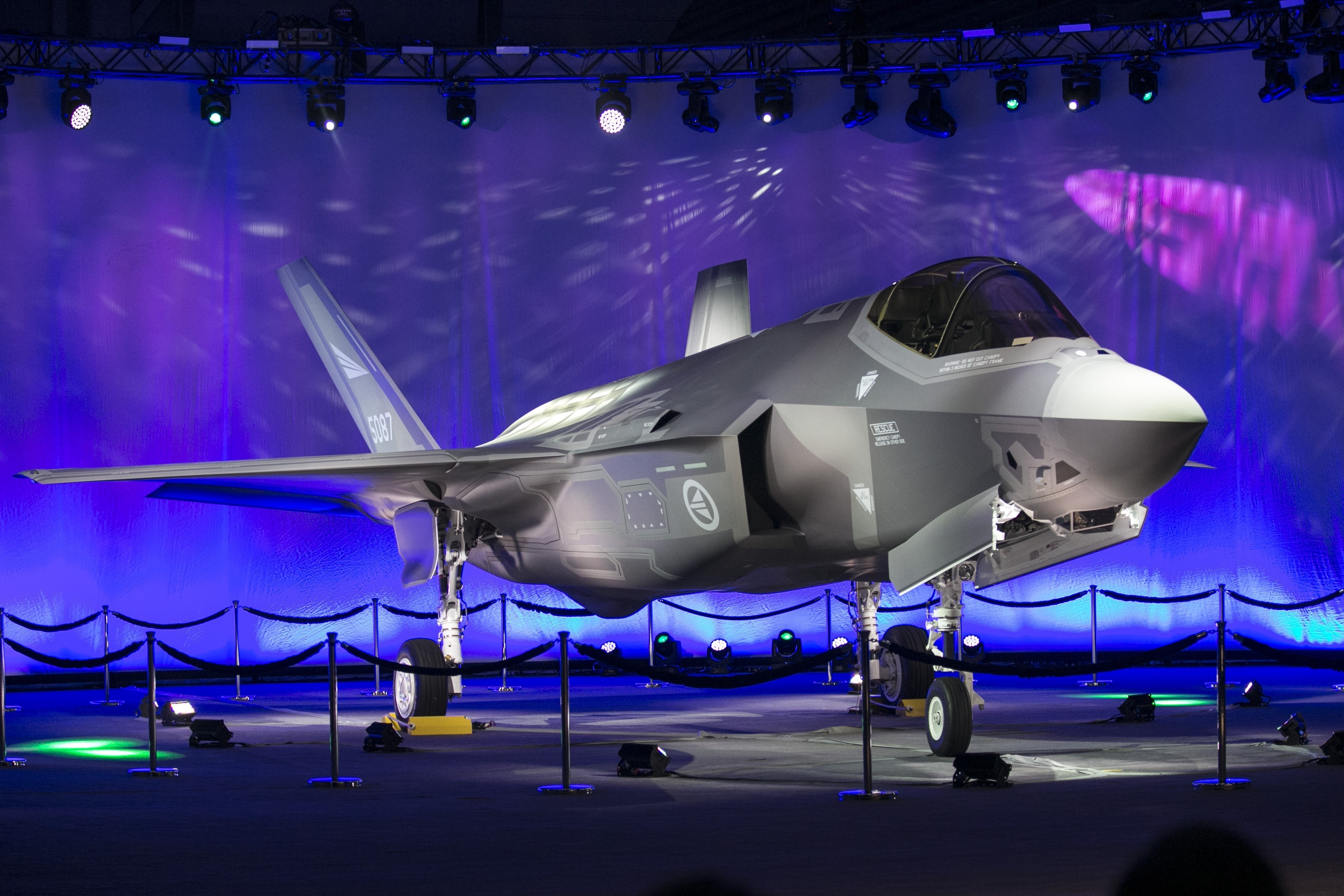 Lockheed Martin to lower F-35 costs